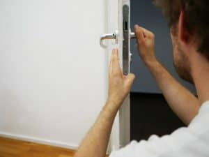 A Quick Guide to Commercial Locksmiths: Things You Should Know